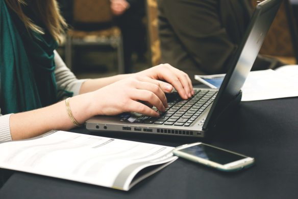 computer-desk-email-7112