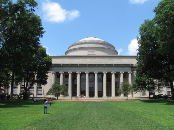 MIT_Building_10_and_the_Great_Dome,_Cambridge_MA.jpg